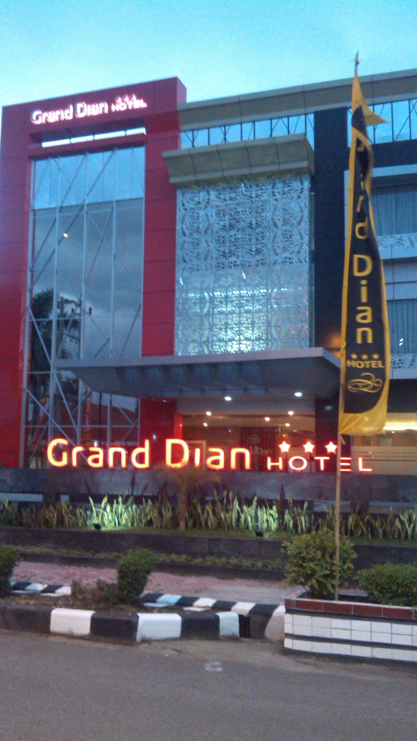 Grand Dian Slawi,Adiwerna