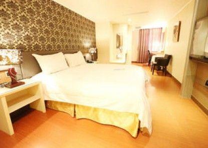 Grand Earl Hotel
