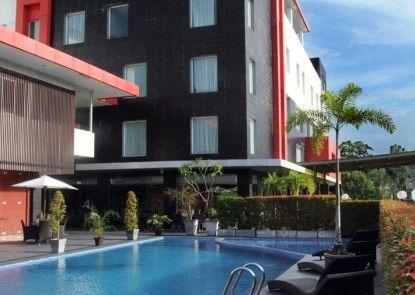 Grand Hatika Hotel Kolam Renang