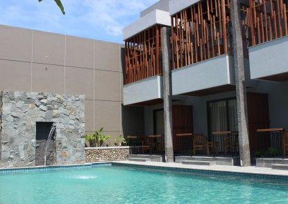 Grand Laguna Hotel & Villa Solo Pondok Tepi Kolam