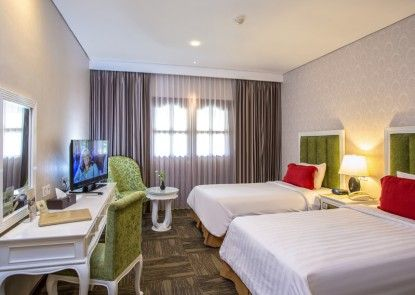 Grand Legi Hotel  Mataram Lombok Kamar Tamu