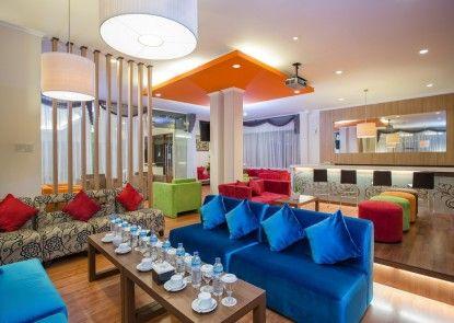Grand Legi Hotel  Mataram Lombok Lounge