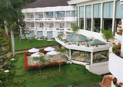 Grand Mutiara Hotel Berastagi Teras