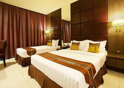 Grand Paragon Hotel Teras