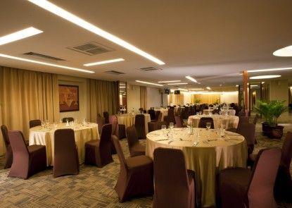 Grand Tropic Suites Hotel Ruangan Meeting