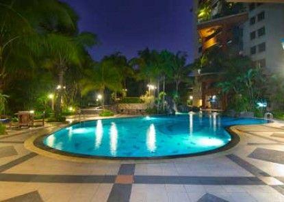 Grand Tropic Suites Hotel Kolam Renang