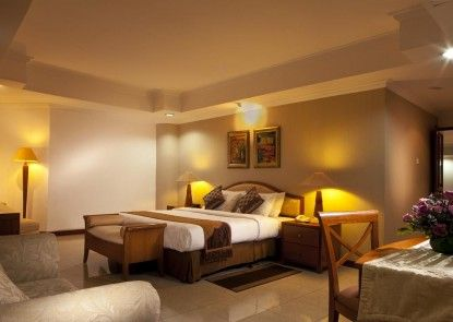 Grand Tropic Suites Hotel Kamar Tamu