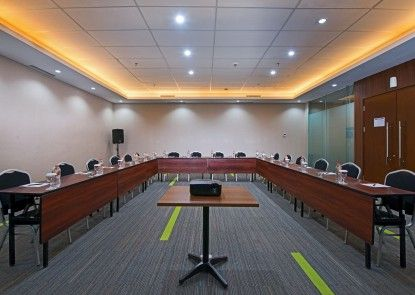 Grand Whiz Poins Square Simatupang Ruangan Meeting