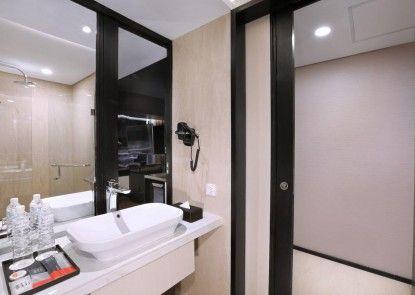 Grand Zuri Hotel Palembang Kamar Mandi