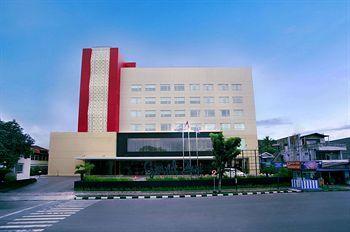 Grand Zuri Padang, Padang