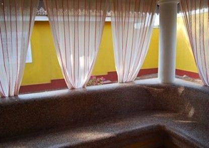 Granpa\'s Inn Hotel Bougainvillea