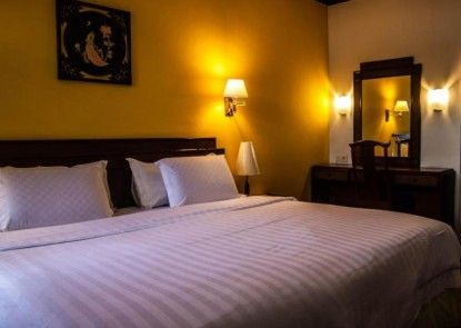 Green Garden Hotel Berastagi Kamar Tamu