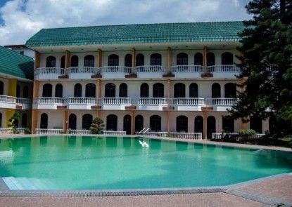 Green Garden Hotel Berastagi Kolam Renang