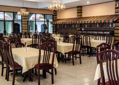 Green Garden Hotel Berastagi Rumah Makan