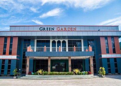Green Garden Hotel Berastagi Eksterior