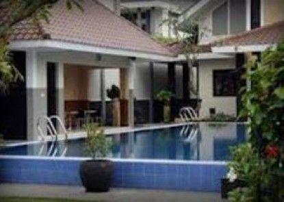Griya Persada Convention Hotel & Resort Kolam Renang