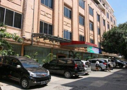 Griya Hotel Medan Tempat Parkir