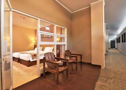 Griya Persada Convention Hotel & Resort Semarang Teras