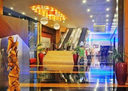 Gumaya Tower Hotel Semarang  Teras