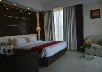 H\'Carlton Hotel