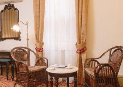 Hadley\'s Orient Hotel