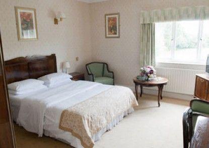 Hadlow Manor Hotel