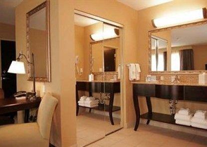 Hampton Inn & Suites by Hilton Edmonton/West Teras