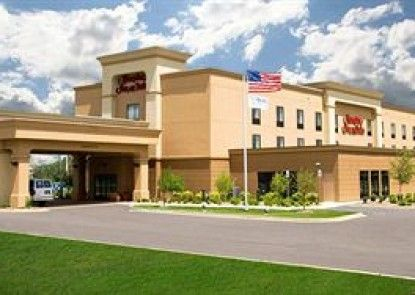Hampton Inn & Suites Grand Rapids Airport 28th Street Teras