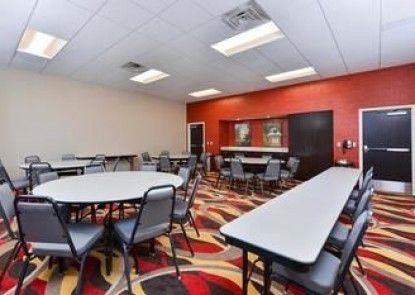 Hampton Inn & Suites California University-Pittsburgh