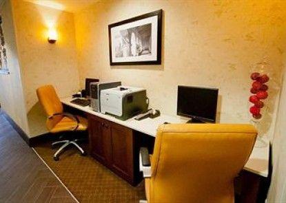 Hampton Inn & Suites Fresno