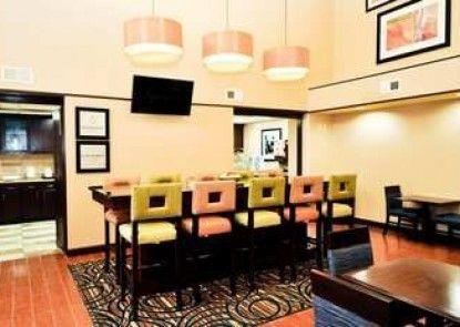 Hampton Inn Suites Louisville East