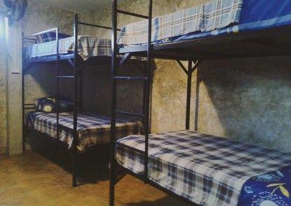 Happy House Backpacker - Hostel