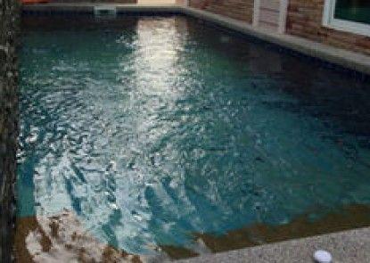 Happy House Pool Villa
