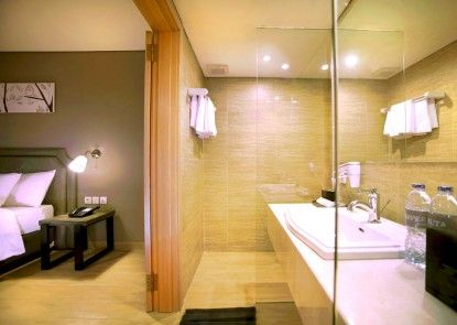 Harper Kuta Hotel Kamar Mandi