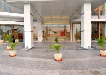 HARRIS Hotel & Conventions Bekasi Pintu Masuk