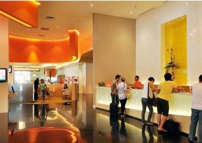 HARRIS Hotel & Conventions Kelapa Gading Lobby
