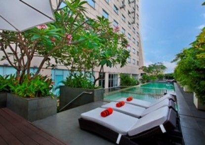 HARRIS Hotel & Conventions Kelapa Gading Kolam Renang