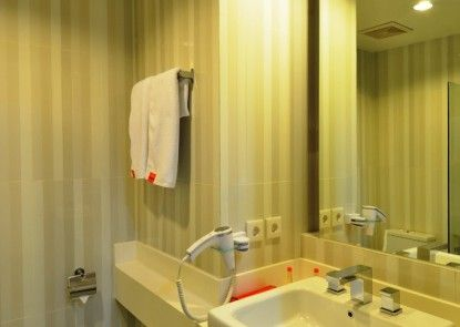 HARRIS Hotel & Conventions Malang Kamar Mandi