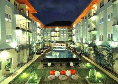 HARRIS Hotel & Residences Riverview Kuta Teras