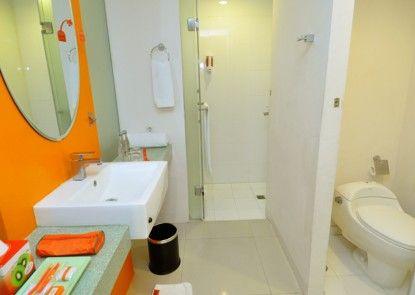 HARRIS Hotel & Residences Riverview Kuta Kamar Mandi