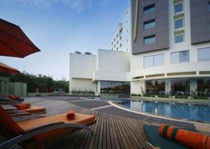 HARRIS Hotel Tebet Kolam Renang