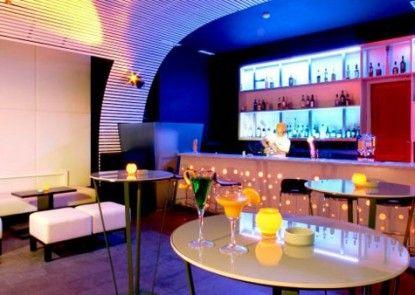 HARRIS Hotel Tebet Bar