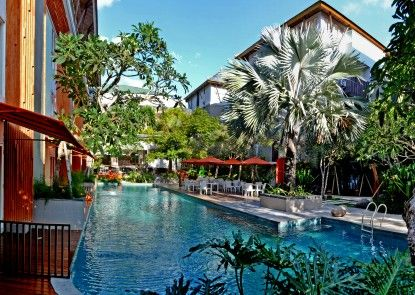 HARRIS Hotel & Residences Sunset Road Kolam Renang Utama