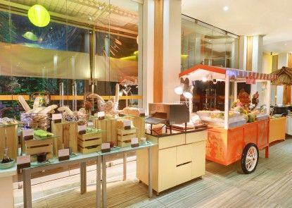 HARRIS Hotel & Residences Sunset Road Makan Prasmanan
