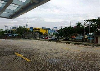 HARRIS Hotel Batam Center Teras