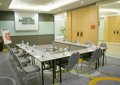 HARRIS Suites fX Sudirman Ruangan Meeting