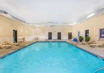 Hawthorn Suites by Wyndham Charleston
