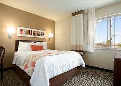 Hawthorn Suites by Wyndham Detroit Auburn Hills