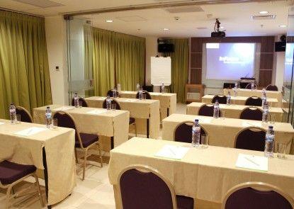 Heef Hotel Pasar Baru Ruangan Meeting
