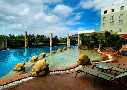 Hermes Palace Hotel Banda Aceh Kolam Renang